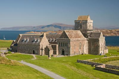 Iona Abbey | Mull Odyssey: Staffa, Iona and and the Ross of Mull Cruise (Scotland, UK)